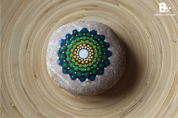 painting a mandala stone tutorial