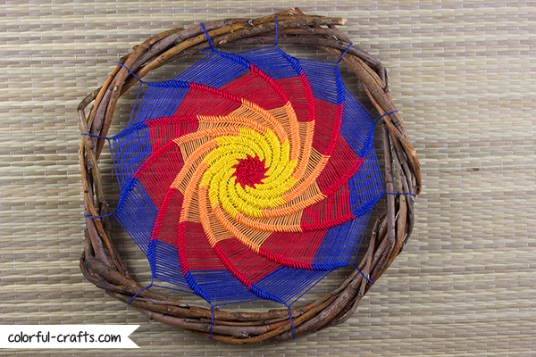 How to make a spiral dreamcatcher / colorful-crafts.com DIY Tutorial